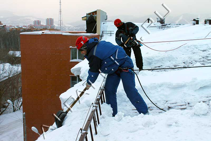 Приспособления для уборки снега с крыши своими руками